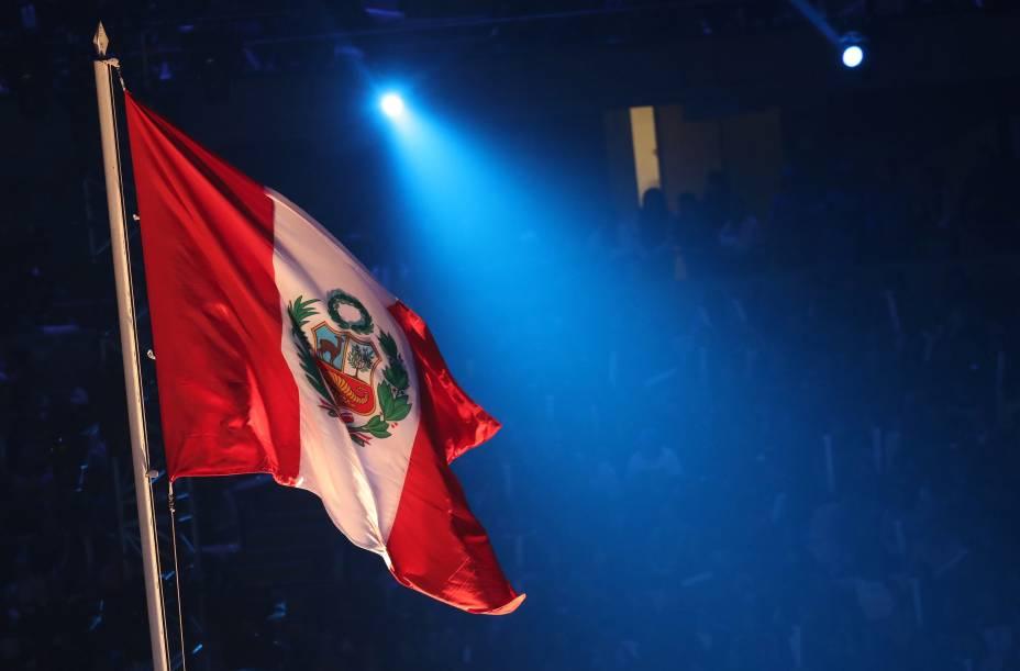 Bandeira do pais anfitrião, Peru, durante a cerimônia de abertura, em Lima