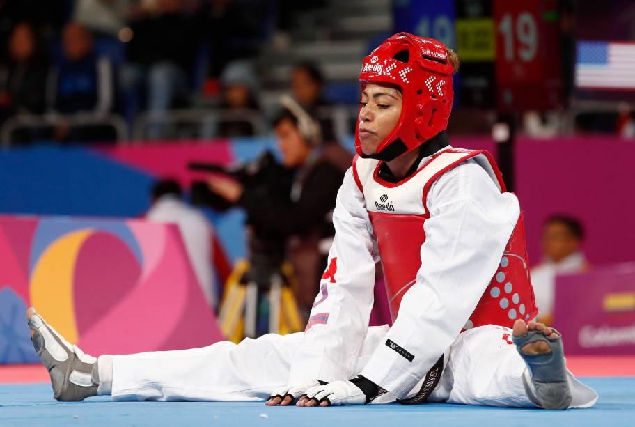 A canadense Ashley Kraayeveld desanimada após sua derrota para a americana Paige McPherson pela semifinal de Taekwondo até 64kg, no Polideportivo Callao, em Lima
