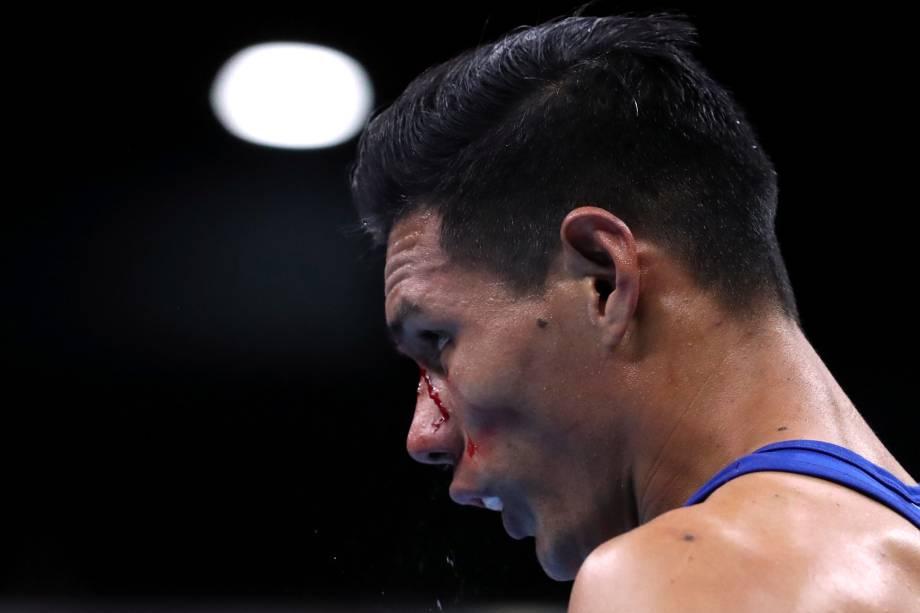Leodan Pezo Saboya, do Peru, sofre um corte no rosto durante  luta de Boxe, no Coliseo Miguel Grau, em Lima
