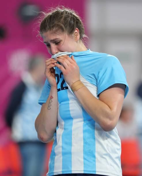 A argentina Elke Karsten chora após a derrota de sua equipe para o Brasil na disputa pela medalha de ouro, em Lima