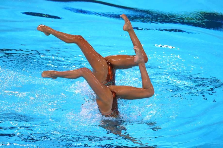 Anita Alvarez e Ruby Remati, dos EUA, em ação durante as finais do nado sincronizado em dueto, no Centro Aquático de Lima