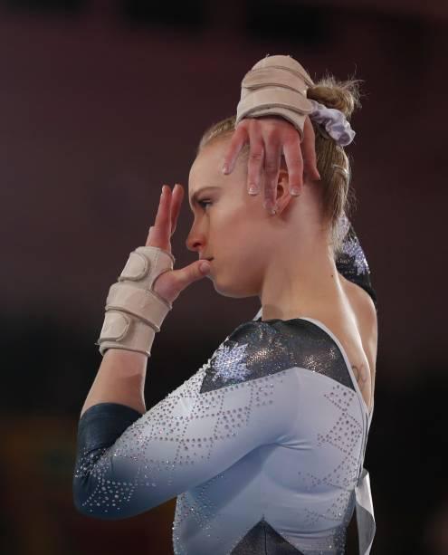 Elsabeth Ann Black, do Canadá, concentrada durante sua performance na prova de ginástica artística, em Lima