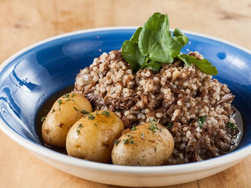 Prato principal: arroz de rabada com agrião e batatas cozidas