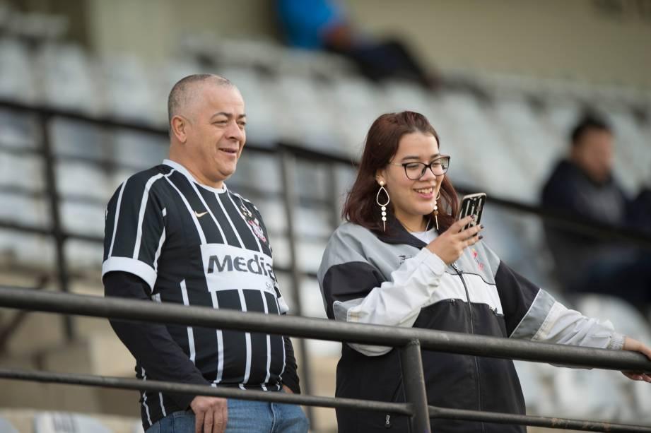 """<span style=""""font-weight:400;"""">FUTEBOL SUB20 - Pai e filha acompanhando o clássico na """"Fazendinha"""", em São Paulo</span>"""
