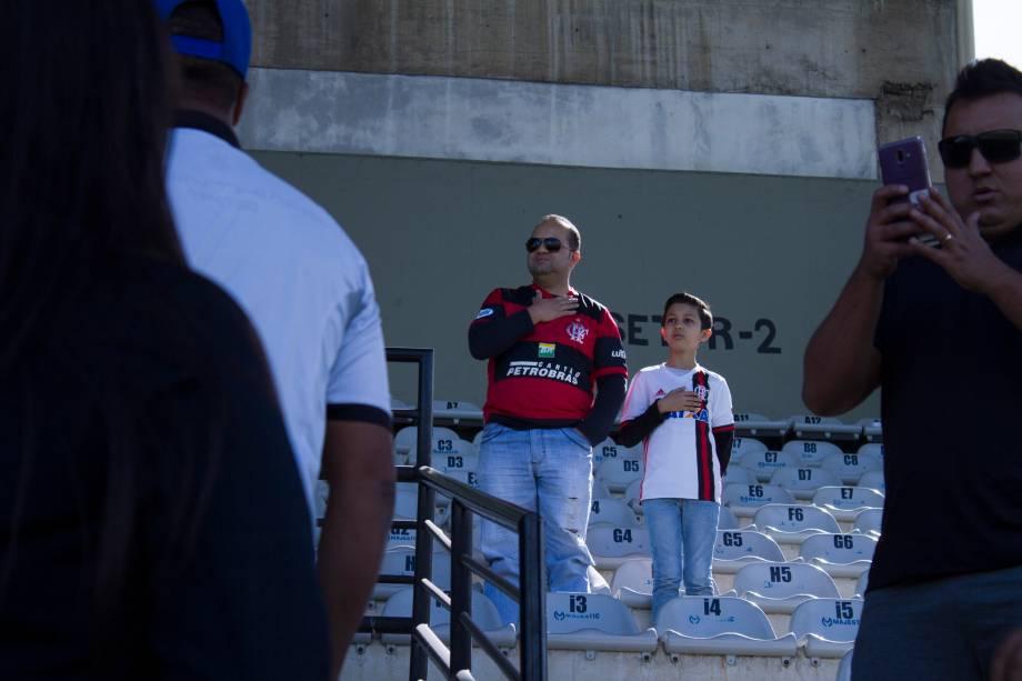 FUTEBOL SUB20 - O flamenguista Rubem e seu filho Léo Moura, no Parque São Jorge, São Paulo
