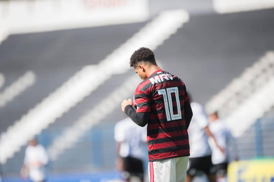 """<span style=""""font-weight:400;"""">FUTEBOL SUB20 - Meio-campista Gomes comemora após marcar o gol de empate para o Flamengo, no Parque São Jorge</span>"""