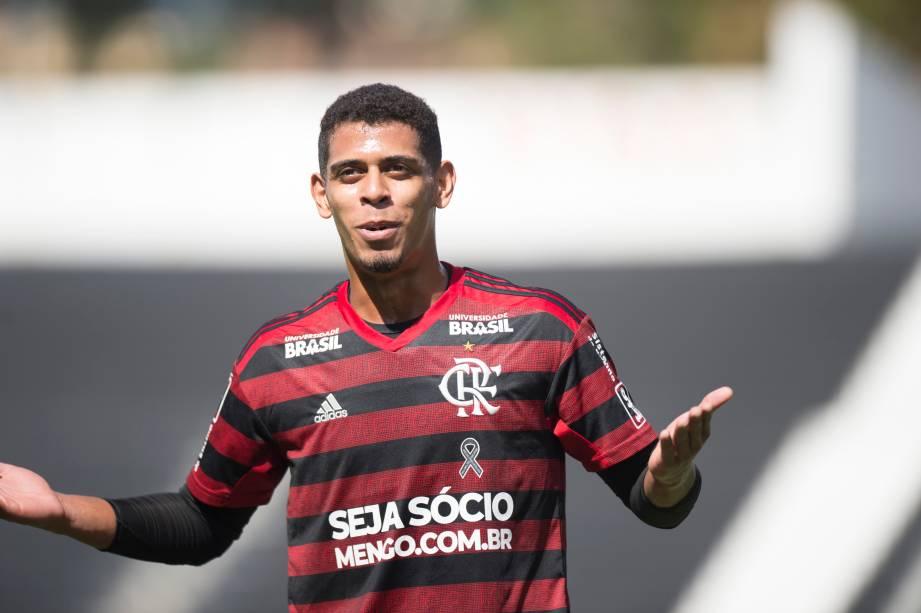 """FUTEBOL SUB20 - Lateral-esquerdo <span style=""""font-weight:400;"""">Ítalo reclamando com o bandeirinha na partida contra o Corinthians, </span><a href=""""https://www.ogol.com.br/player.php?id=685929""""></a><a href=""""https://www.ogol.com.br/player.php?id=685929""""></a>no Parque São Jorge"""