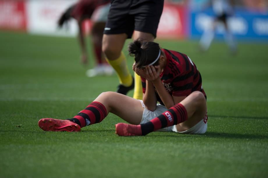 """<span style=""""font-weight:400;"""">FUTEBOL FEMININO - Zagueira Andressa recebe atendimento após choque com adversaria do Corinthians, no Pacaembu</span>, São Paulo"""