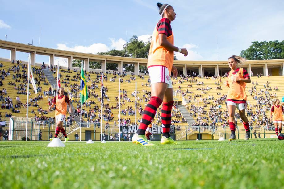 FUTEBOL FEMININO -Reservas do Flamengo no aquecimento na partida contra o Corinthians, no Pacaembu