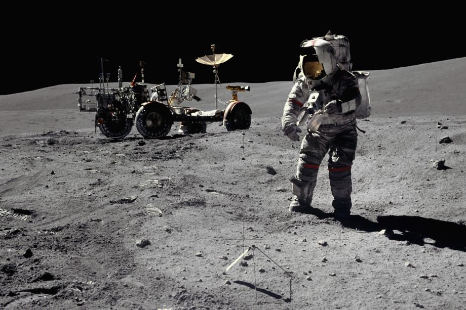 Astronauta da missão Apollo 16 na superfície da Lua - 16/04/1972