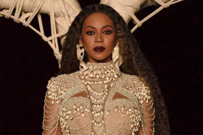 A cantora Beyoncé no clipe 'Spirit'
