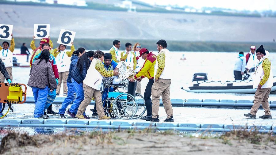 Erlon de Souza deixa prova de canoagem após desmaiar no Pan de Lima, no Peru