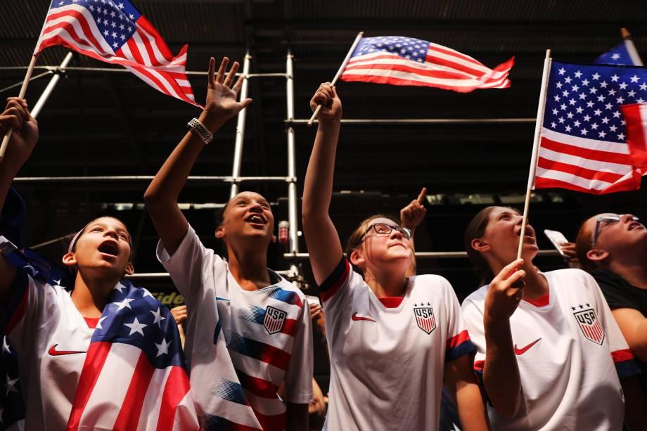 Fãs comemoram a conquista da Copa do Mundo pela seleção feminina de futebol dos Estados Unidos em Nova York - 10/07/2019