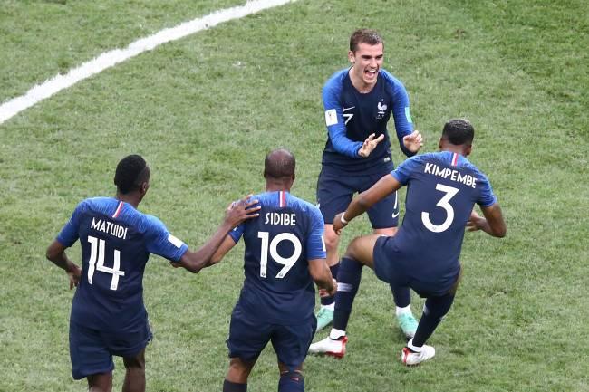 Griezmann, o único jogador francês cobrir os braços na campanha do bicampeonato mundial