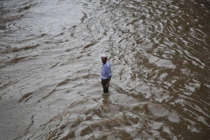 Enchentes em Daca, Bangladesh