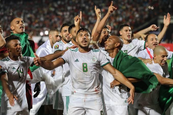 Jogadores da Argélia celebram o título da Copa da África