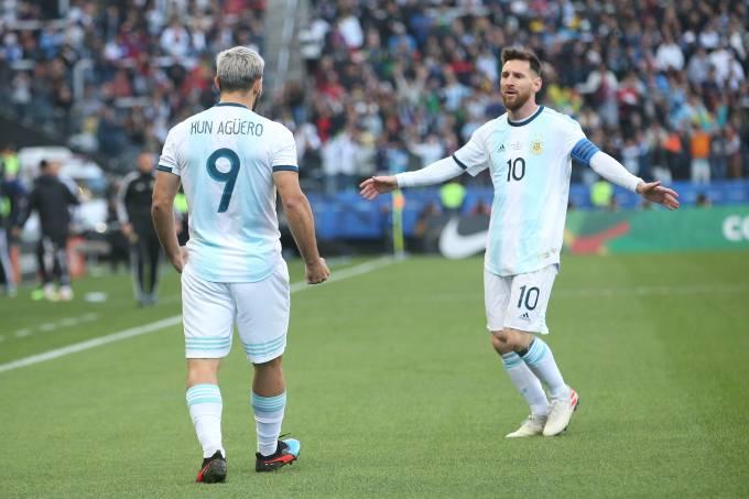 Sergio Agüero marcou o primeiro gol do jogo depois de passe de Messi