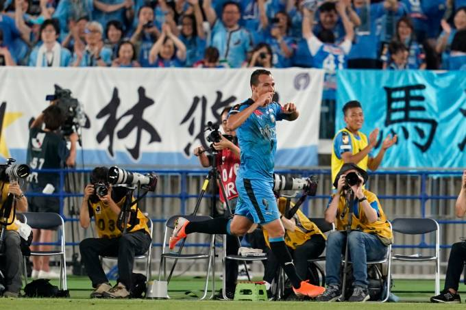 Leandro Damião celebra gol contra o Chelsea, em Yokohama
