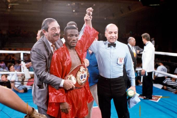 Pernell Whitaker após vitória sobre Rafael Pineda, em 1992