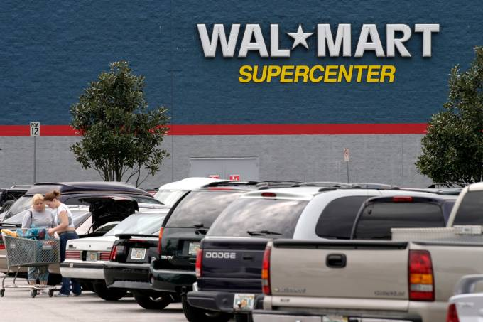 Economy USA: chain-store of WAL MART near Orlando, Florida