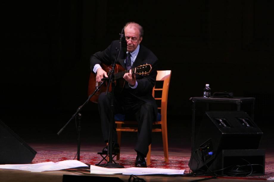 João Gilberto faz show no Carnegie Hall em Nova York, em 15 de junho de 2008, em celebração aos 50 anos da Bossa Nova