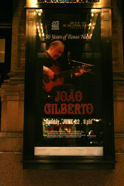 Cartaz do show de João Gilberto no Carnegie Hall em Nova York, em homenagem aos 50 anos da Bossa Nova, no ano de 2008