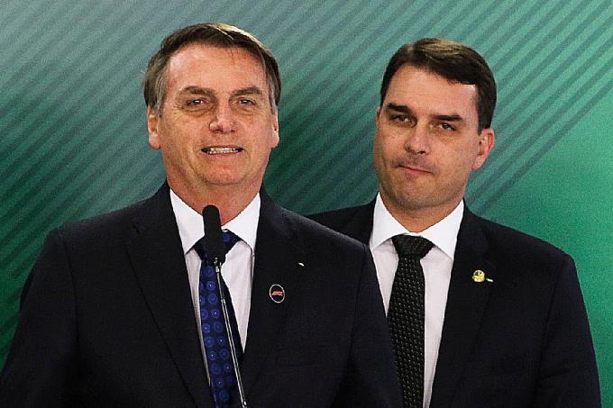 jair-bolsonaro-flavio-bolsonaro-24-06-2019