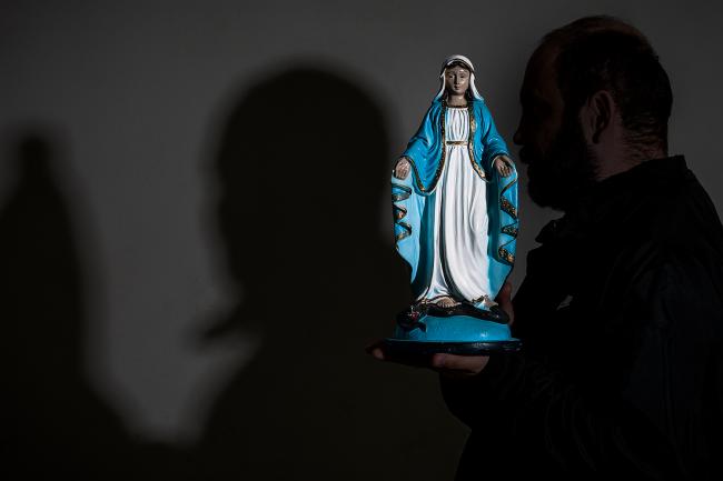 Jovens abusados por padres revelam seus dramas pela primeira vez
