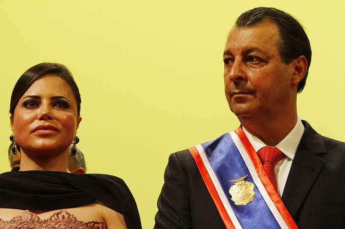 PF prende mulher do senador e ex-governador do AM Omar Aziz | VEJA