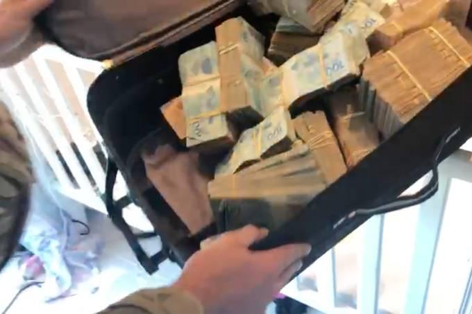 Policias fazem apreensao de mala com dinheiro 2019-07-08 at 11.51.24 AM copy