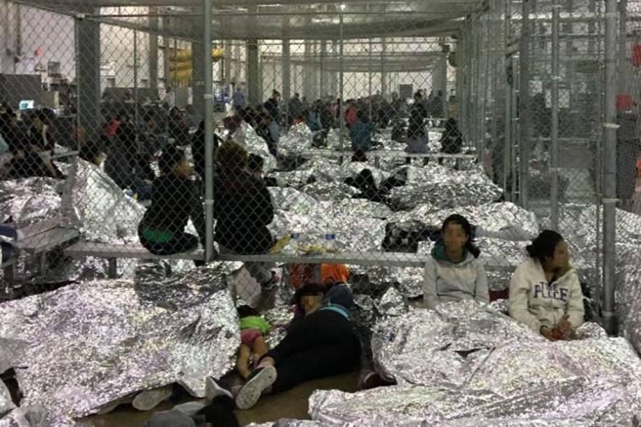 Em maio, 144.000 pessoas foram detidas por agentes de fronteira, mas não há espaço suficiente nos centros de detenção e recepção dos Estados Unidos para os imigrantes