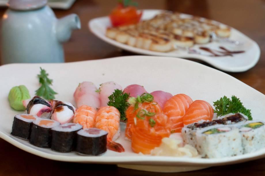 Combinado de 18 peças sushi rio: prato principal do menu