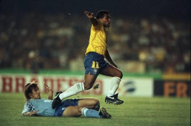 Romário após marcar um de seus gols na vitória da seleção brasileira contra o Uruguai, por 2 a 0, em jogo válido pela Eliminatórias para a Copa do Mundo de 1994, no Estádio do Maracanã, no Rio de Janeiro