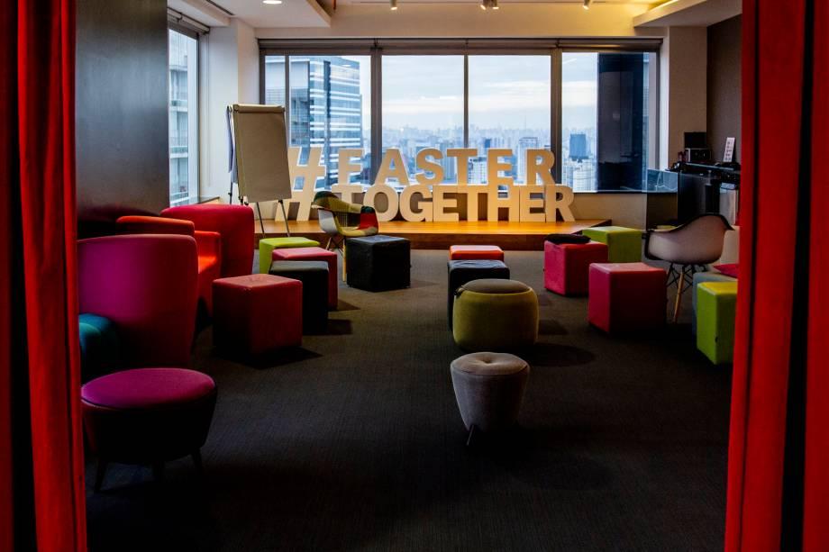 Auditório para eventos e reuniões na Movile (Foto: Heitor Feitosa/VEJA)
