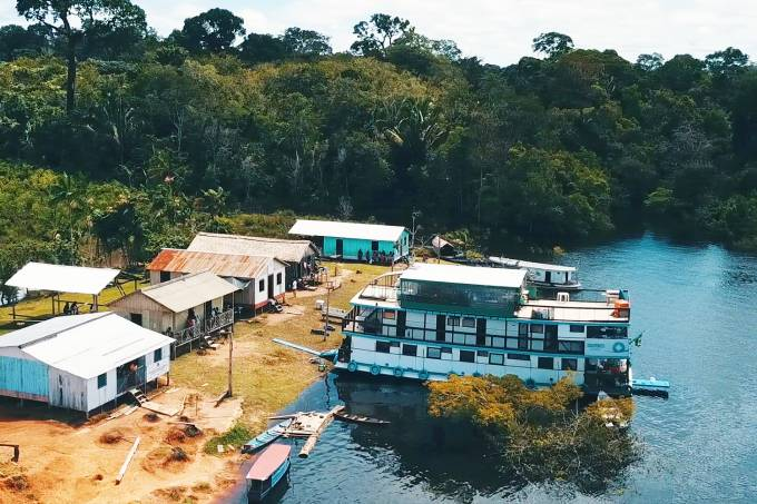 Um hospital flutuante na Amazônia