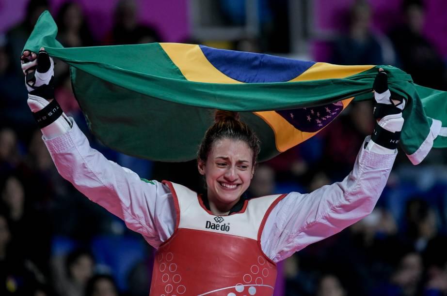 A brasileira Milena Titoneli emocionada após conquistar o ouro no Taekwondo