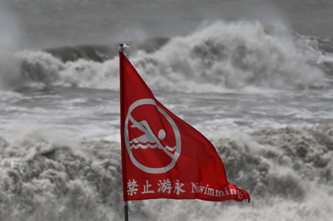 Praia antes de tufão em Taiwan