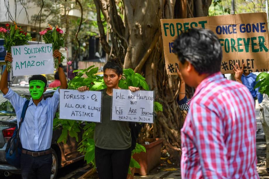Protesto pela preservação da Amazônia diante do consulado do Brasil em Mumbai, Índia - 23/08/2019