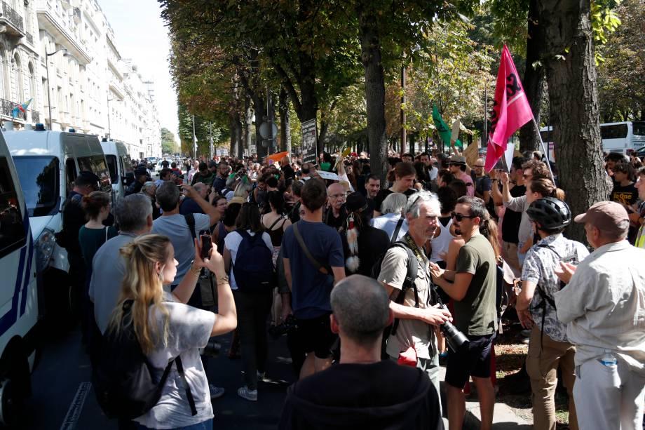 Ato na embaixada de Paris - 23/08/2019