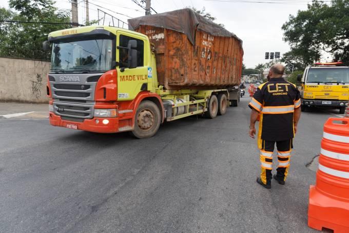 CET proíbe o trafego de caminhões no trecho da ponte Vila Maria, SP