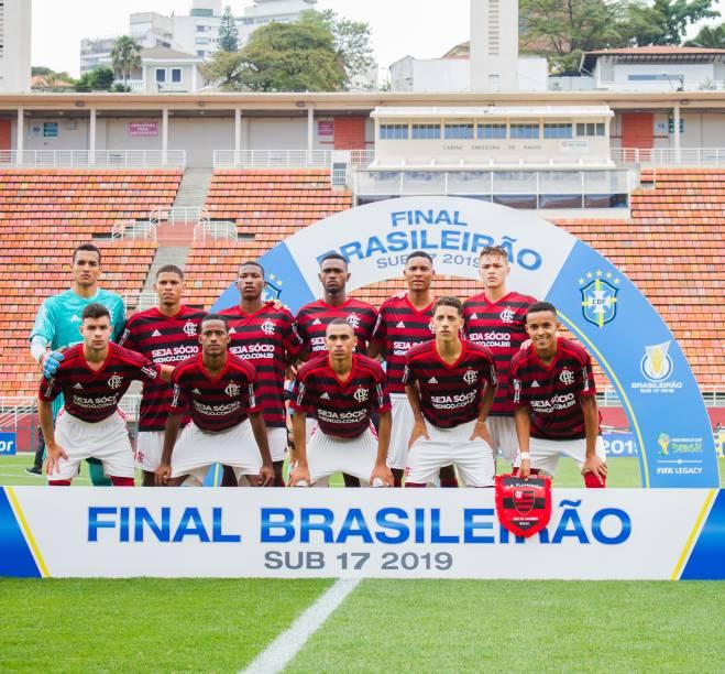 Time do Flamengo posado para foto do jogo