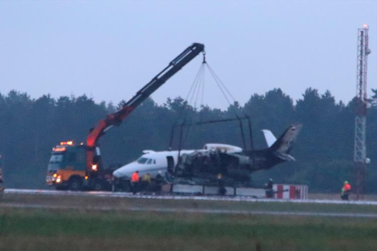Avião que transportava dez membros da equipe da cantora Pink após acidente na Dinamarca