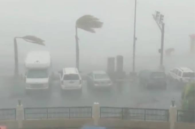 Category-1 strength winds bend palm trees as Hurricane Dorian slams into St. Thomas