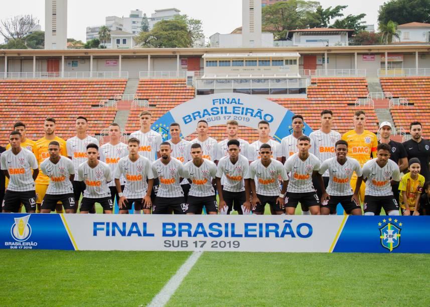 Time do Corinthians posado para foto do jogo