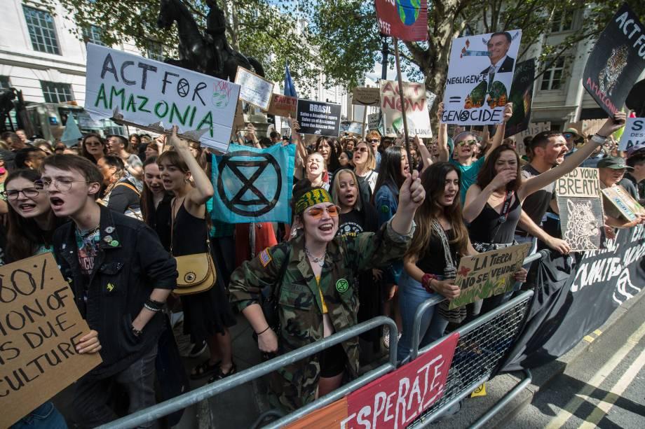 """A """"Extinction Rebellion"""" convoca um protesto do lado de fora da Embaixada do Brasil em Londres pelos incêndios na Floresta Amazônica"""