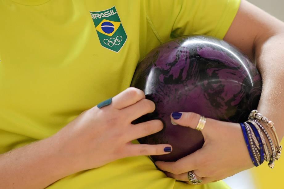 Atleta brasileira durante treino da equipe brasileira de boliche, em Lima