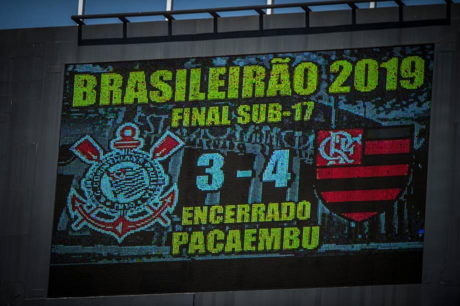 Depois de estar perdendo por 3x1, o Flamengo reverteu o placar e saiu vencedor por 4x3