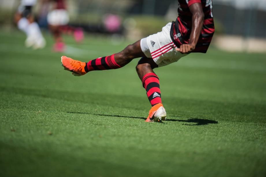 Zagueiro Otavio em ação pelo Flamengo na final
