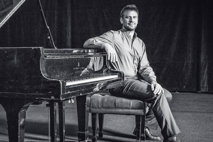 Fotos do Pianista Cristian BUDU no MuinicipalFoto Paulo VitalePaulovitale2018©ALL RIGHTS RESERVED