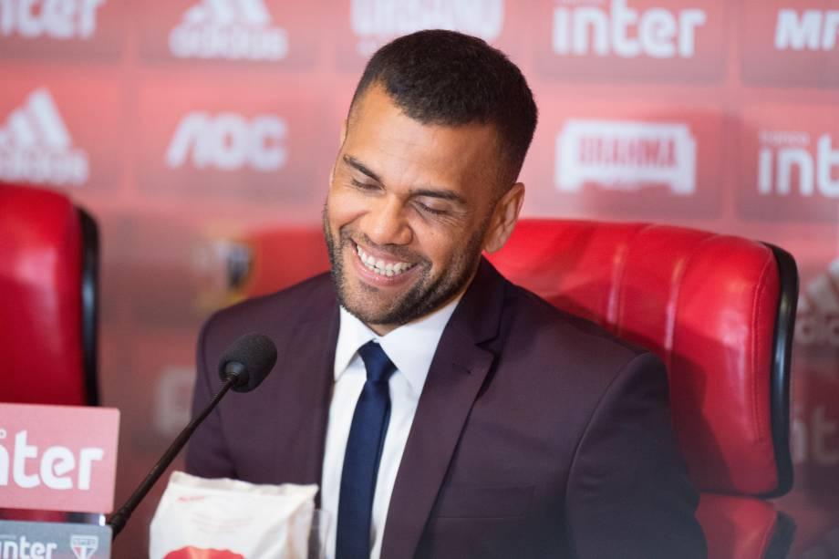 Daniel Alves durante sua entrevista coletiva